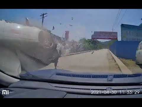 中國三寶|教練車撞到飛起來
