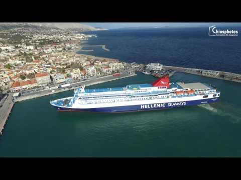 Nissos Samos ferry maneuvering in Chios Port