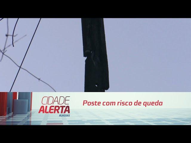 Poste com risco de queda tem gerado preocupação aos moradores da Serraria