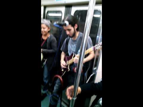 Los yurikos e ivonita en el metro df linea 6