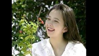 ビデオ「Wonderland」より。 作詞:秋元 康 作曲:筒美京平 編曲:若草 恵.