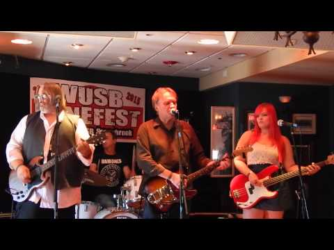 "Finn and His Mortal Enemies  ""Femme Fatale"" WUSB Benefest 8-22-15"