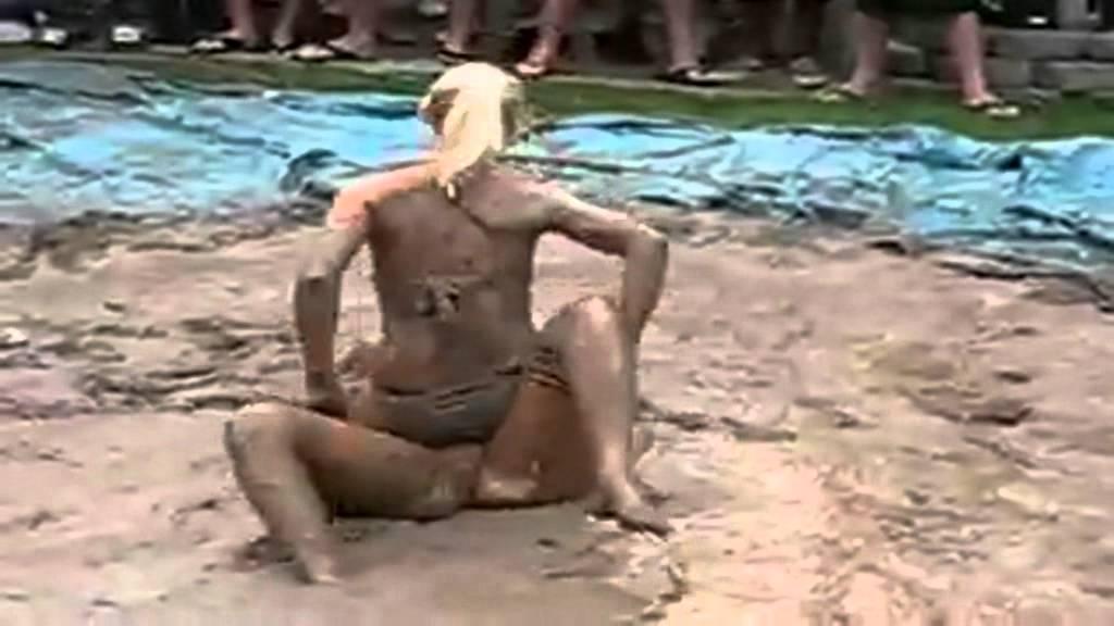 Mujer india se desnuda en su habitacion - 2 4