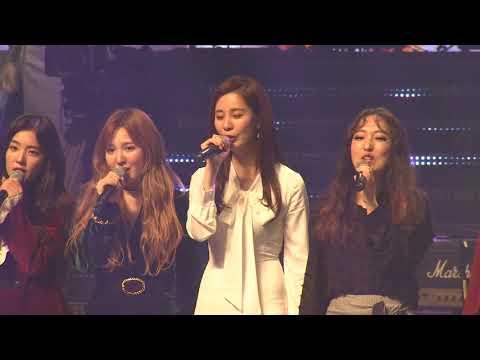 Kim Jong-un attends rare concert by South Korean pop stars