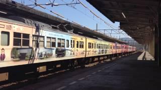 広島駅に入線する115系 花燃ゆ+カープ電車という滅多に見られないラッピ...