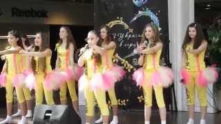 Golden Juniors — Україно, Будьмо!(Золотая Молодёжь, талантливые детки Херсона выступали на главной сцене ТРЦ Фабрика по случаю празднования..., 2014-04-19T15:00:56.000Z)