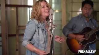 """Folk Alley Sessions: Amy Helm & The Handsome Strangers - """"Rescue Me"""""""
