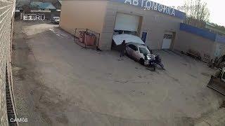 18+ В Березовском автомойщик отгонял чужой Mercedes и сбил двух женщин