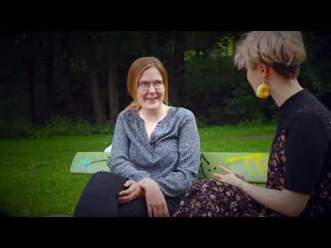 Haastattelussa Lauri Mäntyvaaran tuuheet ripset elokuvan ohjaaja Hannaleena Hauru