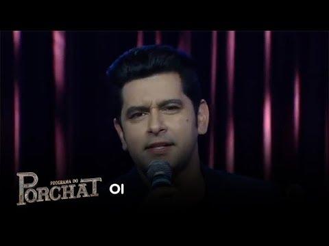 Léo Magalhães canta o sucesso Oi no palco do Porchat