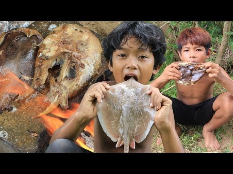 Primitive Technology - Grilled stingray on a rock - eating delicious