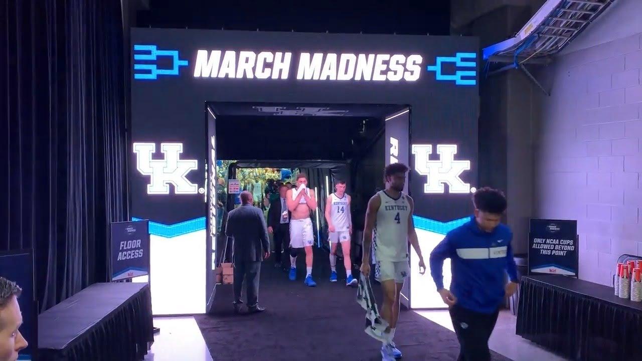 Kentucky Emotionally Walks To Locker Room After Loss To