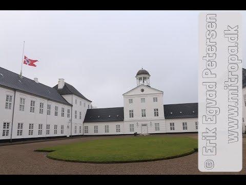 Gråsten: Blomster for HKH Prins Henrik