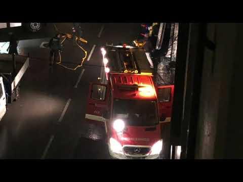 Dos jóvenes evacuados por un incendio en una tienda de electrodomésticos en Monterroso