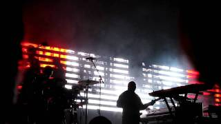 Massive Attack feat. Martina Topley-Bird @ Zénith, Paris | 11.11.2009 - Red Light (Atlas Air EP)