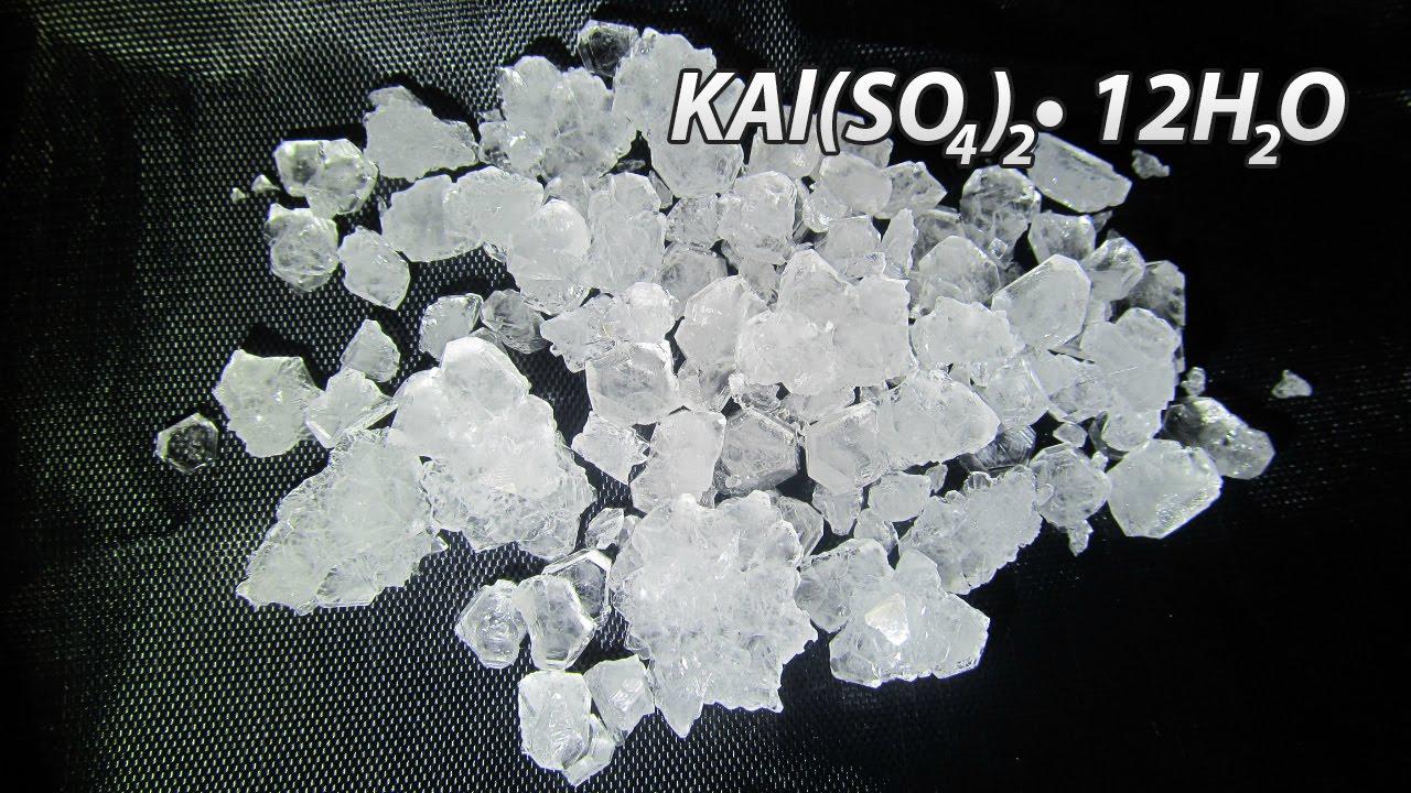 Применяют связующие и на основе оксинитратных солей хрома и алюминия. Растворов хлорида кальция и кислых фосфатов хрома и алюминия.
