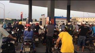 Trạm xăng Idemitsu Q8 tắc nghẽn vì người dân đổ xăng quá nhiều