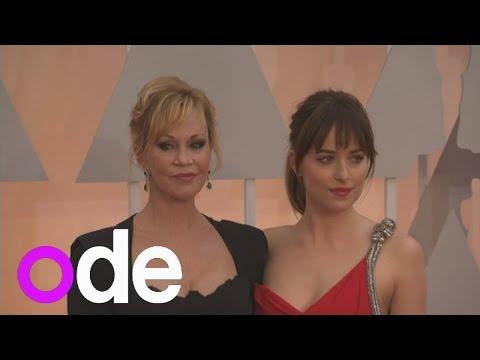 Fifty Shades Star Dakota Johnson Brings Her Mum To The Oscars!
