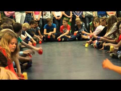 Cups When I'm Gone (door leerlingen van de Telgenkamp in  Hengelo)