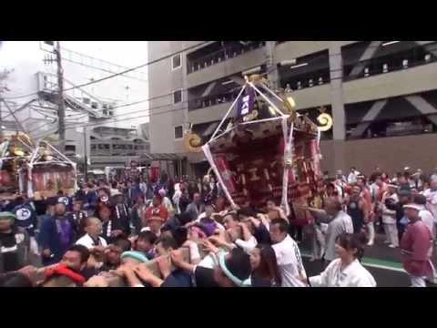 茅ヶ崎市 大岡越前祭 神輿渡り御です ジャンボ神輿です 2013年。