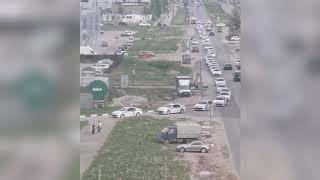 Четыре десятка автомобилей ДПС собрали пробку на АЗС в Твери