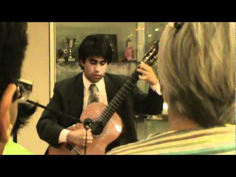 Renzo Carranza plays tango en skai