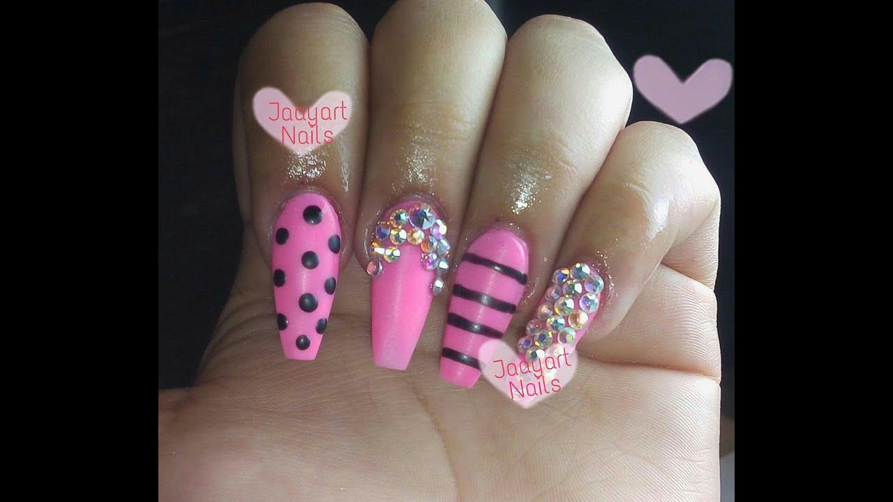 Uñas acrilicas rosas neon matte con crystales / Neon pink nails ...