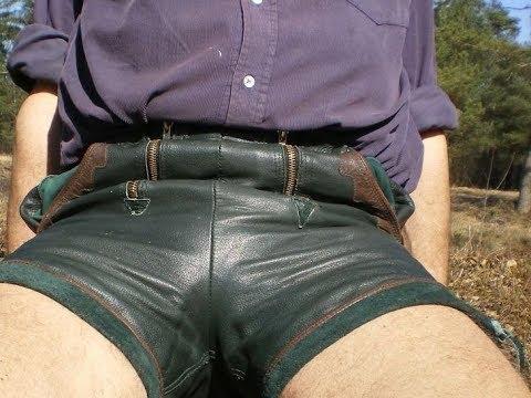 Kurzen junge lederhosen in männer Junge Schwule