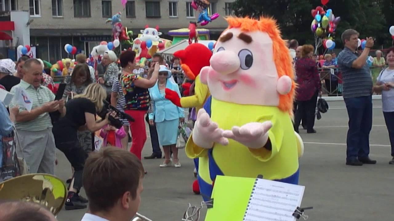 Театр ростовых кукол Monster High Theater der Wachstums-Puppen .