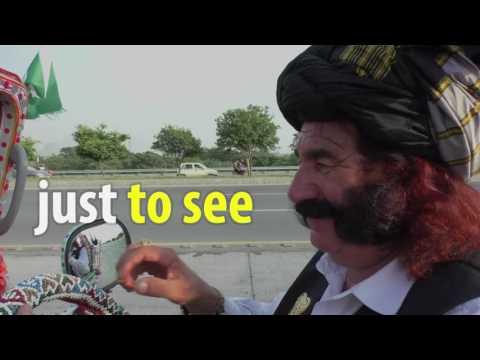Pakistanis Flock To See Bejeweled Mastan Khan Of Waziristan