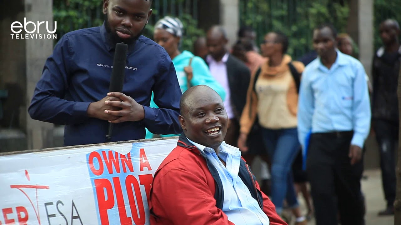 Download Jamaa Waliokojoa Na Kufukuzwa Nchi Ya Kigeni