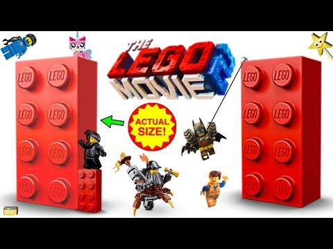 The Lego Movie 2 GIANT LEGO BRICK GAME Where's Emmet? w/ Surprise Toys