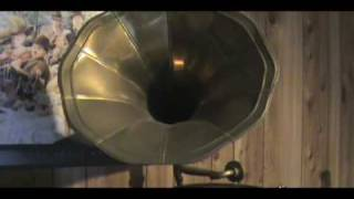 Wind up gramophone HMV Playing black and white rag