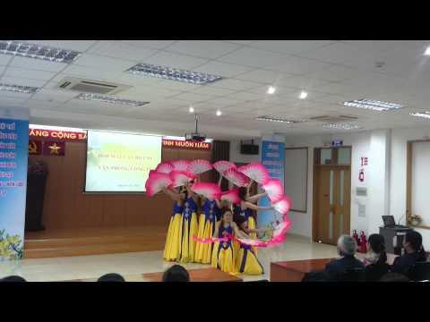 Múa quạt  dân gian-- do nhóm múa mỹ nhân xí nghệp an phú hóc môn thể hiện