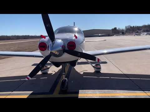 Scoring Nebraska Pilots Passport Points alongside an Aviat Husky A-1A