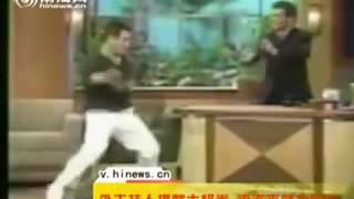 WOW, Jet Lee Hancurkan Meja Presenter TV Karena Menghina Tai Chi