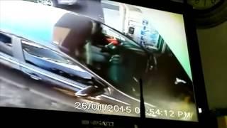 Conductora pierde control de su vehículo y arrolla a persona en Hato Pintado