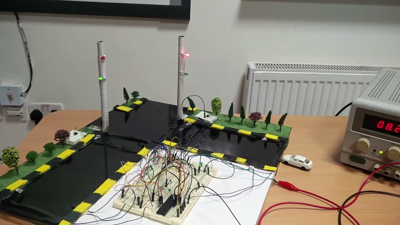 Smart traffic light embedded project (PSUT) - YouTube