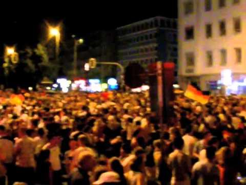 fußball-em-2008-(archiv):-münchen-feierte-einzug-der-nationalmannschaft-ins-finale-am-25.06.2008