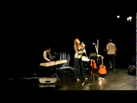 "MAJA MARKOVIC - BEZ NADE (cover) - ""VECE SA ZVEZDAMA""  TEATAR KULT thumbnail"