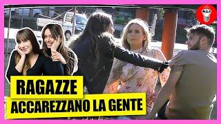 Ragazze Accarezzano La Gente - theShow