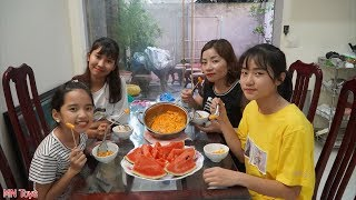 Làm Món Bánh Gạo Tokbokki Phô Mai Siêu Cay Ăn Cùng Dưa Hấu Mát Lạnh - Gia Đình Vui Vẻ - MN Toys