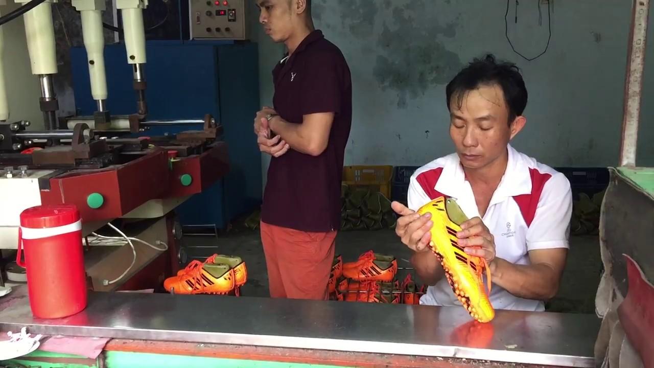 Xưởng sản xuất giày đá banh