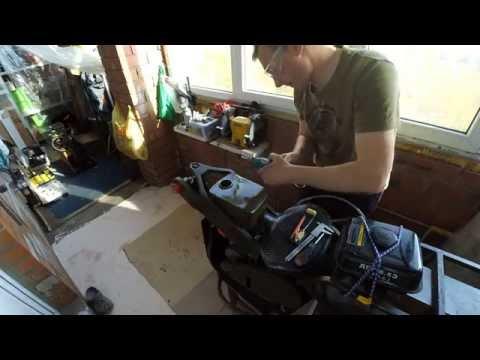 Установка механического указателя уровня топлива в бак полноприводного мотоцикла