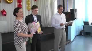 вручение медалей выпускникам в Мариинске 2018