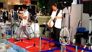 Brothers KUNI-KEN (Kuniaki and Kenji) jamming on shamisen. http://e...