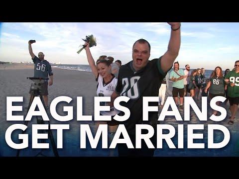 Dan Blackman - Couple Gets Married in Eagles Jerseys On The Beach in Ocean City NJ!