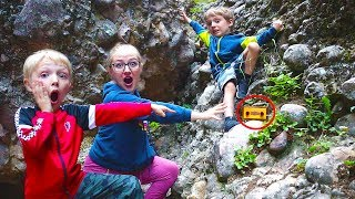 We Found The Clue Hiking Box Canyon! Agent E Road Trip!