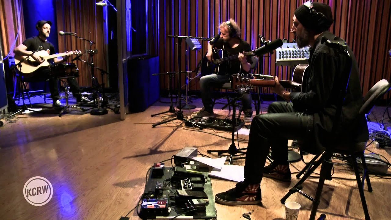 "Fink performing ""Looking Too Closely"" Live on KCRW"