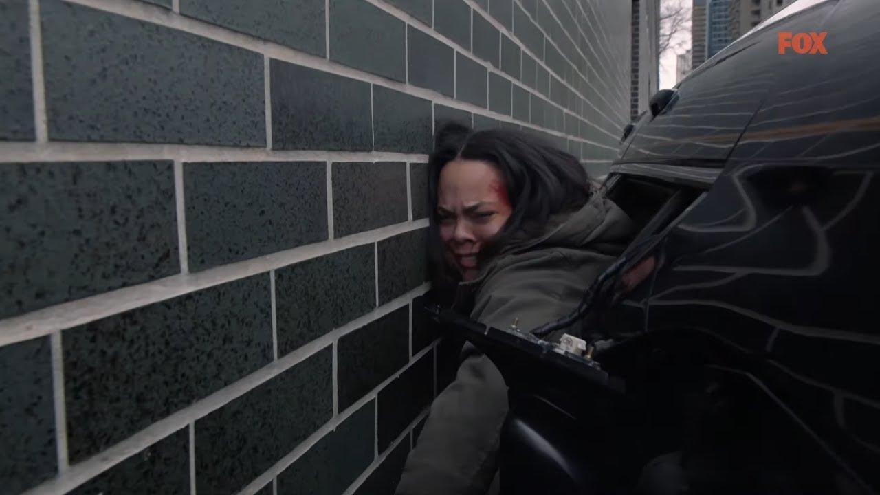 Utknęła między ścianą a autem! Uratował ją jego genialny plan! [Chicago Fire]